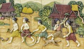 Cinzeladura de pedra da cultura tailandesa Fotos de Stock Royalty Free