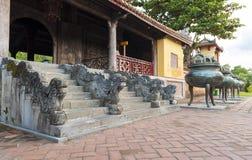 Cinzeladura de pedra da estátua do dragão na entrada da escadaria. Imagens de Stock Royalty Free