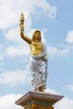 Cinzeladura de pedra do soldado romano antigo com fundo do céu azul Fotografia de Stock Royalty Free