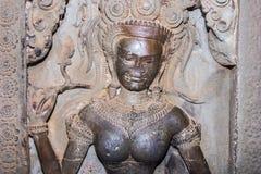 Cinzeladura de pedra dos dançarinos de Apsara Imagens de Stock Royalty Free