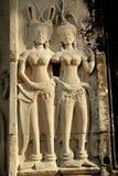 Cinzeladura de pedra dos dançarinos de Apsara, em Camboja imagem de stock royalty free