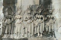 Cinzeladura de pedra dos dançarinos de Apsara, em Camboja foto de stock