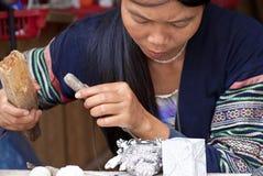 Cinzeladura de pedra em Vietnam fotografia de stock royalty free