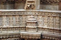 Cinzeladura de pedra no poço da etapa de Adalaj Imagem de Stock Royalty Free