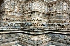 Cinzeladura de pedra no templo de Jagdish, Udaipur Fotos de Stock