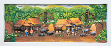 Cinzeladura e pintura de pedra da cultura tailandesa tradicional fotografia de stock