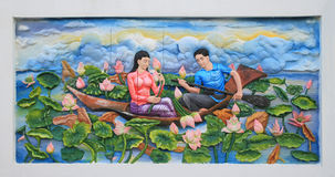 Cinzeladura e pintura de pedra da cultura tailandesa tradicional fotos de stock