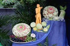 Cinzeladura em legumes frescos e em fruto Fotografia de Stock