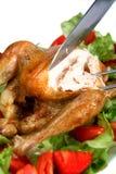 Cinzelando uma galinha de assado fotografia de stock