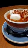 Cioccolata calda americana con le caramelle gommosa e molle Fotografia Stock