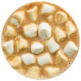 Cioccolata calda con la caramella gommosa e molle isolata nel fondo bianco Fotografie Stock