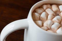 Cioccolata calda con le caramelle gommosa e molle Immagine Stock Libera da Diritti