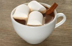 Cioccolata calda con le caramelle gommosa e molle Fotografia Stock Libera da Diritti