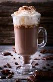 Cioccolata calda guarnita con panna montata Immagine Stock Libera da Diritti