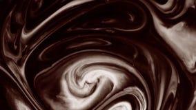 Cioccolato al latte con latte aggiunto stock footage