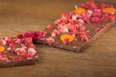 Cioccolato al latte dell'arancia, della fragola e del lampone Fotografia Stock
