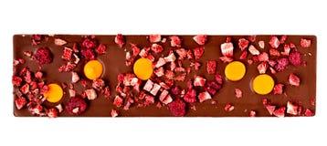 Cioccolato al latte dell'arancia, della fragola e del lampone Immagini Stock Libere da Diritti