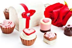 Cioccolato assortito a forma di cuore Immagini Stock