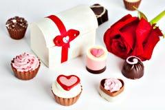 Cioccolato assortito a forma di cuore Immagini Stock Libere da Diritti