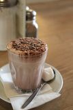 Cioccolato caldo con la caramella gommosa e molle Fotografia Stock