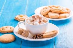 Cioccolato caldo con le caramelle gommosa e molle Immagine Stock Libera da Diritti