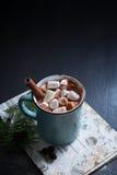 Cioccolato caldo con le caramelle gommosa e molle Fotografia Stock