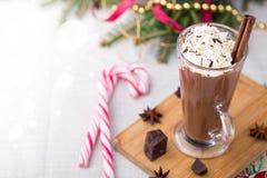 Cioccolato caldo con panna montata Tavola di Natale Fotografie Stock