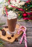 Cioccolato caldo con panna montata Tavola di Natale Fotografie Stock Libere da Diritti