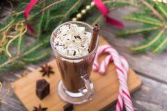 Cioccolato caldo con panna montata Tavola di Natale Immagini Stock Libere da Diritti