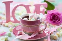 Cioccolato caldo e caramella gommosa e molle fotografia stock libera da diritti