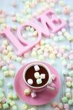 Cioccolato caldo e caramella gommosa e molle Fotografie Stock Libere da Diritti