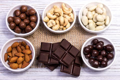 Cioccolato, caramelle, uva passa, dadi Fotografia Stock