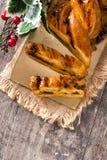 Cioccolato casalingo della treccia su legno fotografia stock