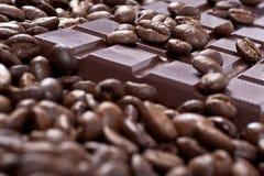 Cioccolato in chicchi di caffè Immagini Stock