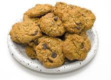 Cioccolato Chip Cookies della farina d'avena sul piatto Fotografie Stock Libere da Diritti