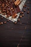 Cioccolato con caffè e le spezie immagini stock libere da diritti