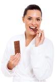 Cioccolato del morso della donna Fotografia Stock Libera da Diritti