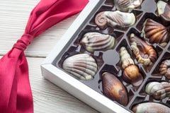 Cioccolato di lusso fatto a mano in una scatola - sparata in studio fotografia stock