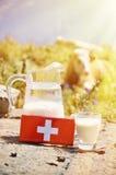 Cioccolato e brocca svizzeri di latte Fotografia Stock Libera da Diritti