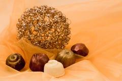 Cioccolato ed oro fotografie stock libere da diritti