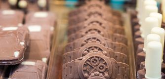 Cioccolato formato in orologio Fuoco selettivo fotografia stock