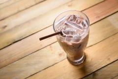 Cioccolato ghiacciato su fondo di legno Fotografia Stock Libera da Diritti