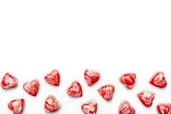 Cioccolato rosso e bianco del cuore allo spazio inferiore della copia Immagine Stock Libera da Diritti