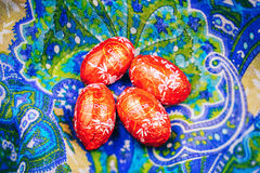 Cioccolato saporito di Lindt Lindor sopra fondo di seta Fotografie Stock