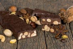 Cioccolato scuro con le noci Fotografia Stock Libera da Diritti