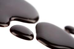 Cioccolato scuro liquido isolato fotografia stock