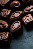 Cioccolato sopra fondo nero Cioccolato Candy, cacao Assor immagine stock libera da diritti