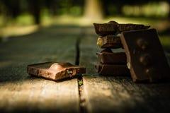 Cioccolato su una tavola di legno Fotografia Stock