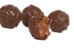 Cioccolato sul primo piano bianco Immagine Stock