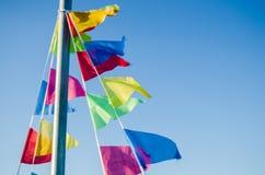 Ciondolando nelle bandiere di festa del vento Fotografie Stock